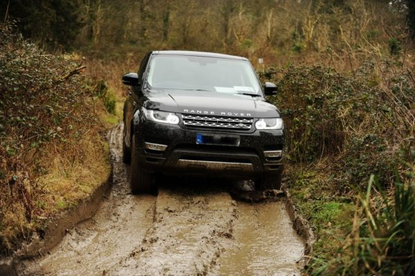 a Land rover vehicle driving through a 4 x 4 track for a professional driver training course with Orangeworks.