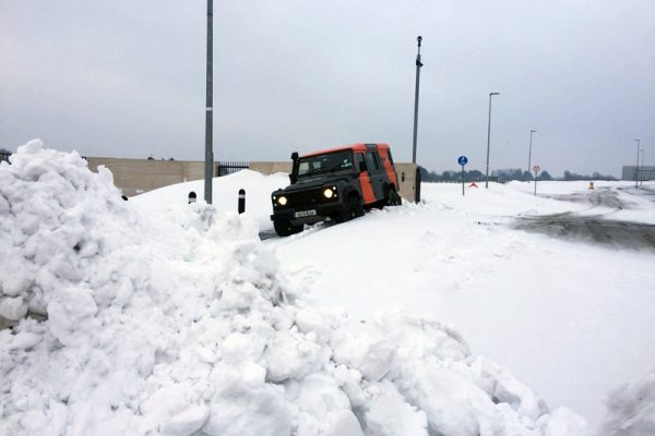 An Orangeworks landrover driving through snow, showing delegates how to drive safe during winter driving training classes.